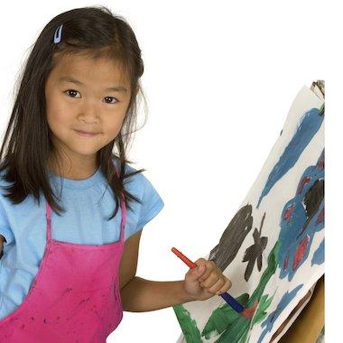 Girl painting © ktaylorg/istockphoto.com