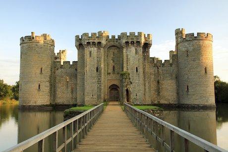 bodiam castle, sussex, uk istock_000004167832xlarge.jpg